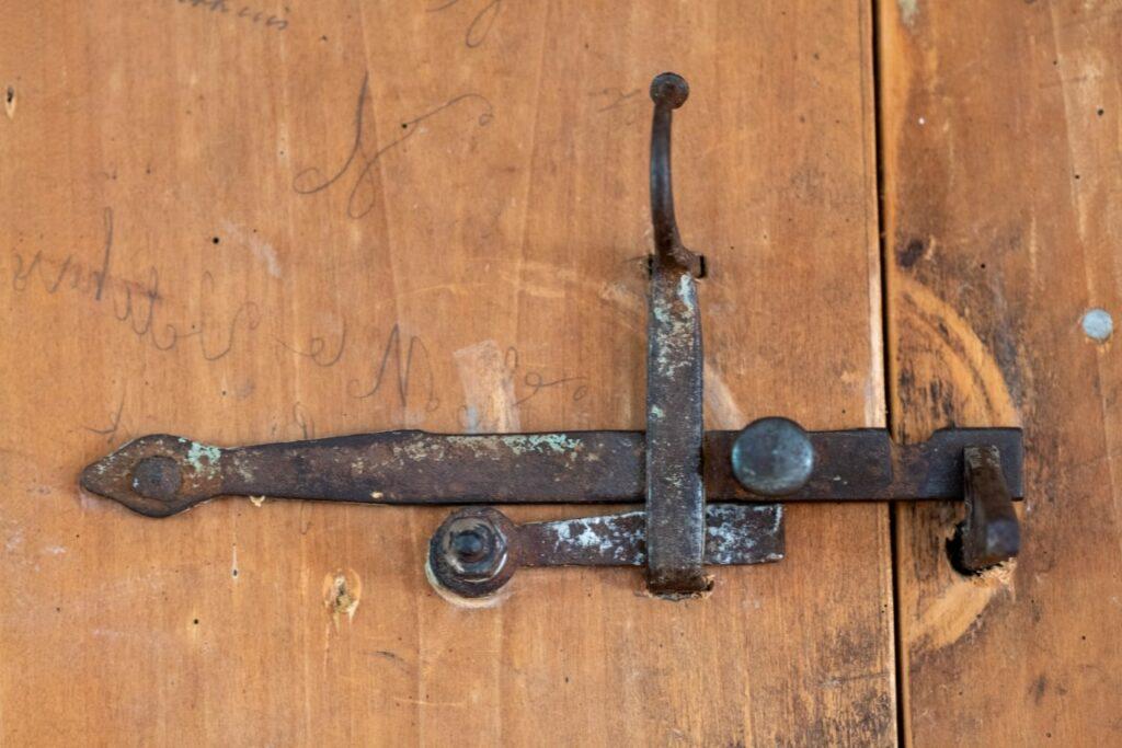 Witstaart stalen oude deurgrendel