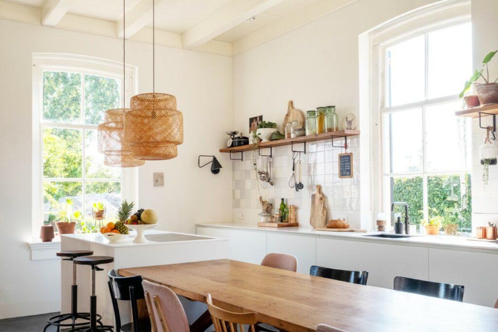 Witstaart strakke witte keuken