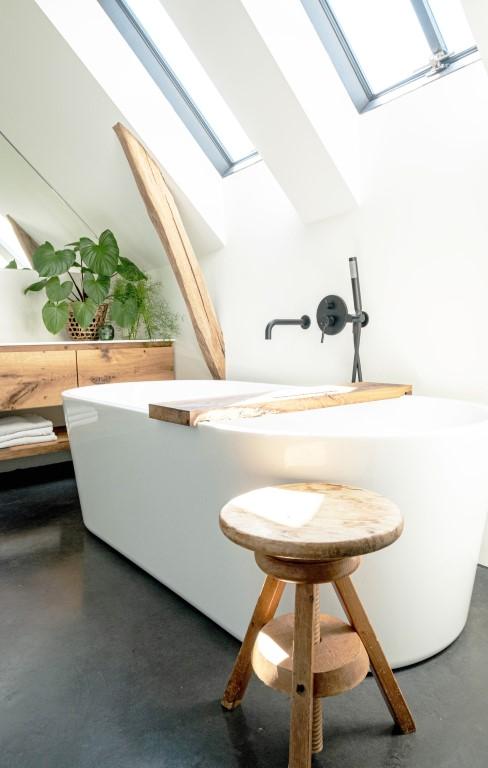 Witstaart vrijstaand bad